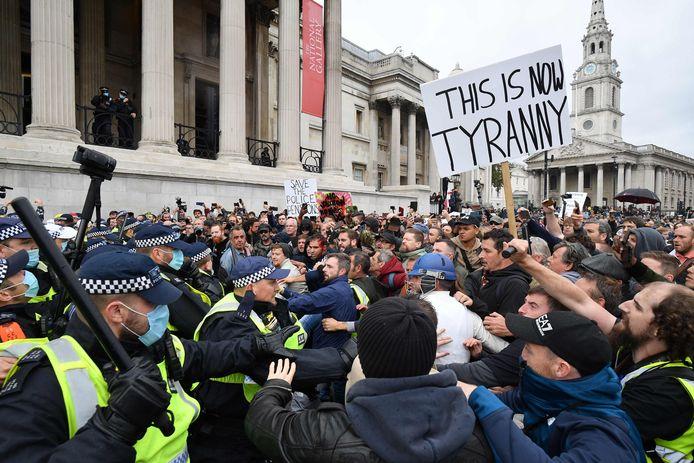 In Londen is het zaterdag tot incidenten gekomen tussen de politie en betogers.