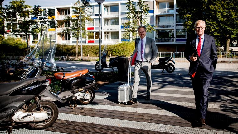 Robin Linschoten, vergezeld van zijn advocaat, op weg naar de rechtbank, 1 september 2017 Beeld null