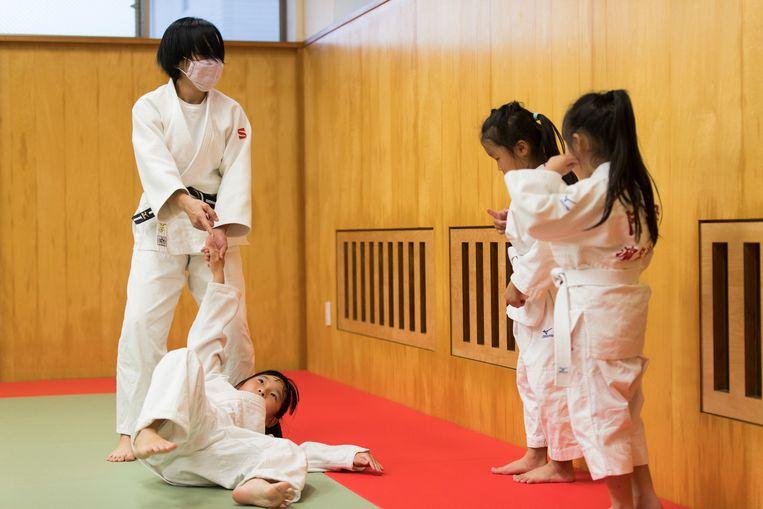 Fysiek geweld is een coachingstechniek die volgens de traditie in Japan essentieel is voor het bereiken van uitmuntende prestaties. Er is zelfs een woord voor: 'taibatsu', oftewel 'slaan met liefde'.  Beeld AP