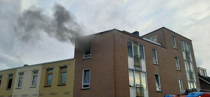 Een appartement in de Johannes ter Horststraat in Enschede liep forse schade op.