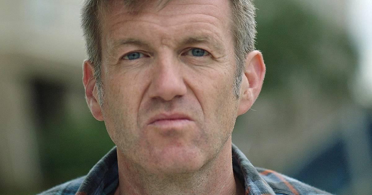 Voetbalverslaggever Filip Joos ziek van het vliegtuig gehaald