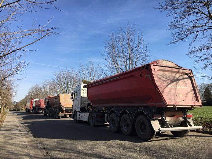 Op de Arenbergstraat parkeren de laatste tijd vaker truckers omdat ze hun vrachtwagen nergens kunnen parkeren.