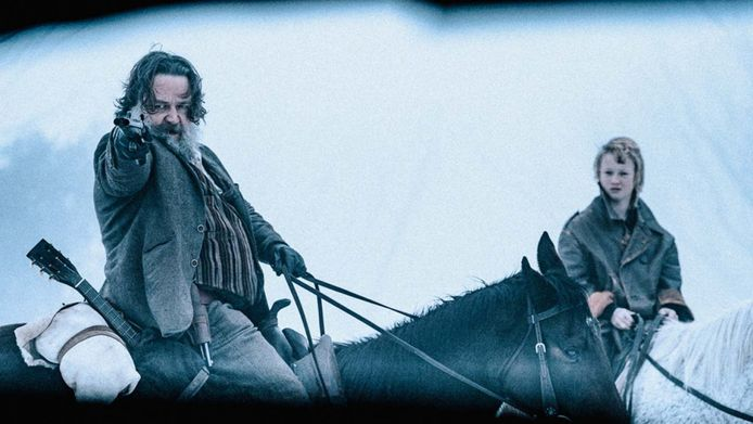 """Russell Crowe fait une apparition remarquée dans """"True history of the Kelly Gang""""."""