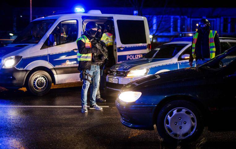 Ook de Duitse politie zoekt mee naar de dader bij de grens met Frankrijk. Beeld AFP