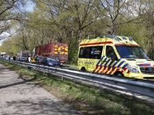 Auto's botsen op elkaar vlak bij kruispunt op N35: vertraging tussen Zwolle en Raalte