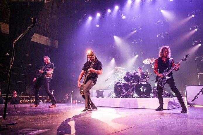 Metallica tijdens hun performance in Los Angeles.