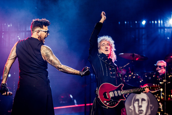 Queen-gitarist Brian May en zanger Adam Lambert in Ziggo Dome.