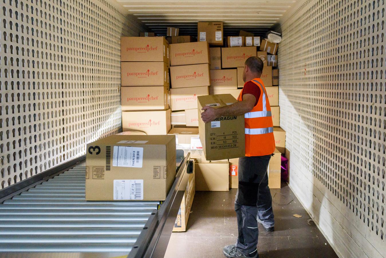 OIRSCHOT - Het sorteercentrum van DPD in Oirschot.