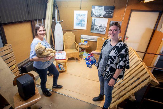De stichting Noabers voor Noabers in Nijverdal heeft deze week bijna zeventig tasjes uitgedeeld aan kinderen tussen de 0 en 5 jaar.