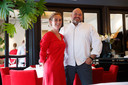 Mariëlle Vink en Carlo Chantrel in De Zwaan in juli, kort nadat de zaak officieel in hun handen was gekomen. Het restaurant is sindsdien anders ingericht.