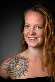 Eva's eerste tattoo staat op een bijzondere plek: 'Voor als ik spijt mocht krijgen'
