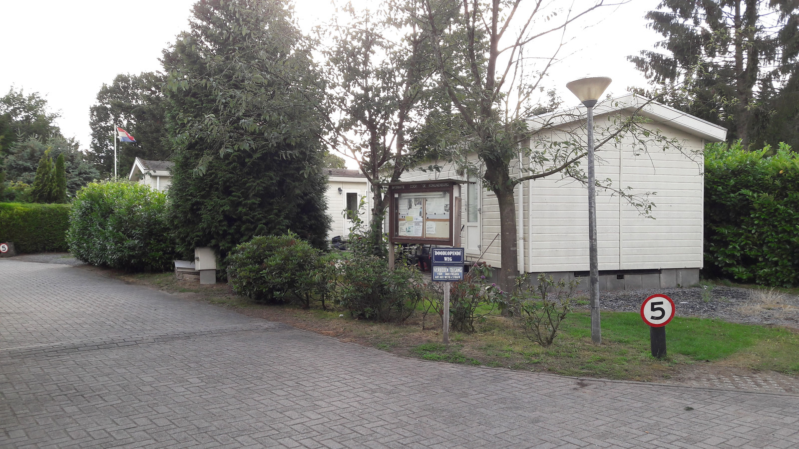Recreatiebungalows worden niet altijd gebruikt voor recreatie, maar ook voor permanente bewoning. In het programma Vitale Vakantieparken wordt dat probleem aangepakt, niet alleen zoals hier op de Veluwe maar ook in het Vechtdal.