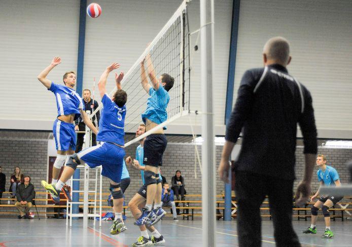 De mannen van Forza (donkerblauw tenue) gaan een samenwerking aan met Intermezzo uit Sommelsdijk.