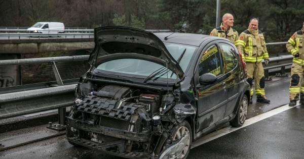 Ongeval met auto en vrachtwagens op A12, verbindingsweg naar A50 dicht.