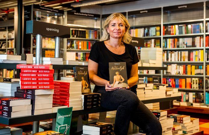 Selma Cüppers' boek 'Het Huwelijk' ligt sinds deze week bij Donner in Rotterdam. Foto: Frank de Roo