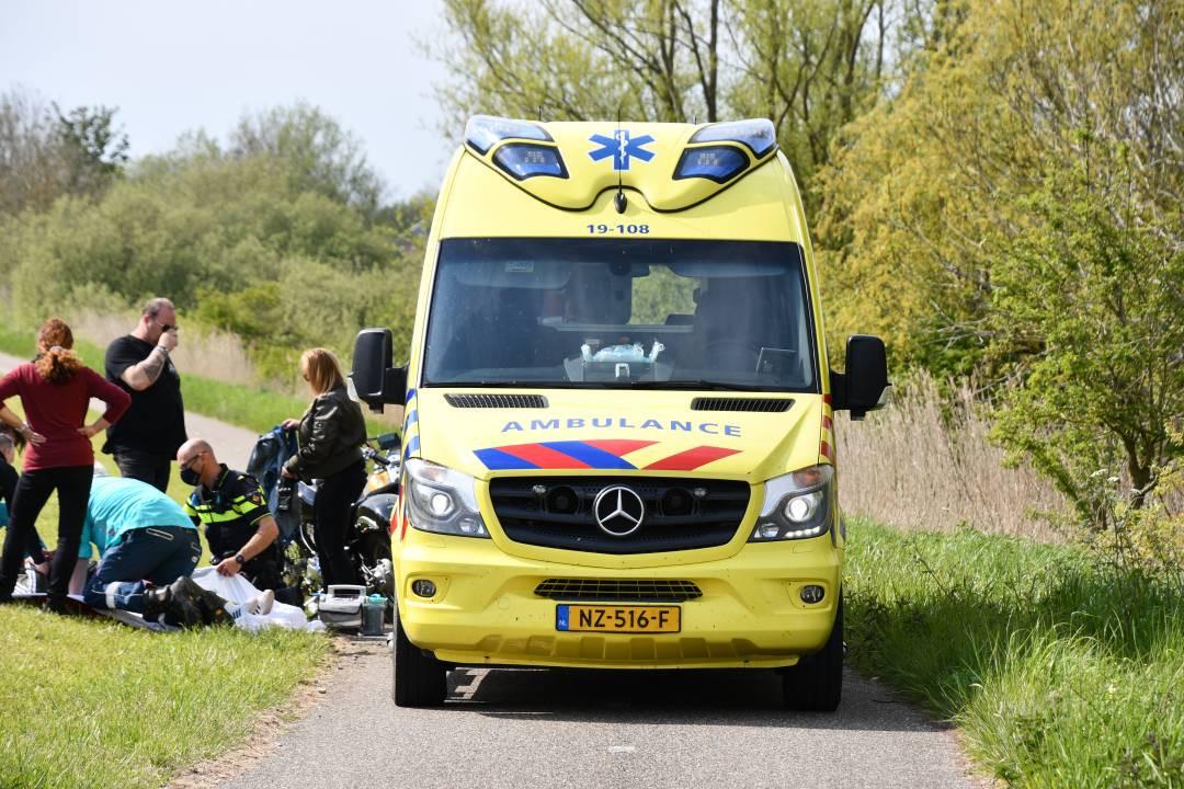 Een ambulance heeft het slachtoffer geholpen.
