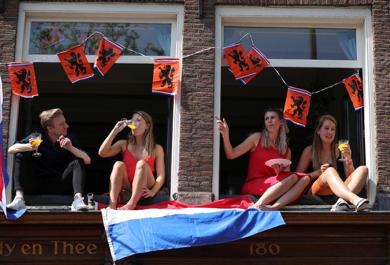 Ruud Kuin van de Nederlandse Boa-bond verwacht dat de drukte in de steden op Koningsdag 'mee zal vallen'.  Beeld REUTERS