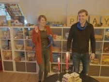 Elisa en Peter uit Doetinchem krijgen een hele zolder vol met bordspellen van de Staatsloterij