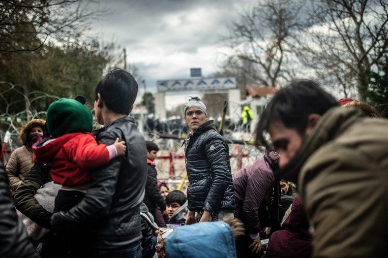 Migranten aan de grens tussen Griekenland en Turkije. Beeld AFP