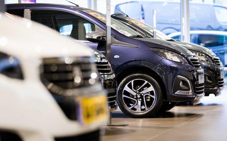 Een showroom bij een dealer van het automerk Peugeot.  Beeld ANP, Bart Maat