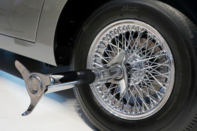 Een gadget om banden van een ander voertuig aan flarden te snijden.
