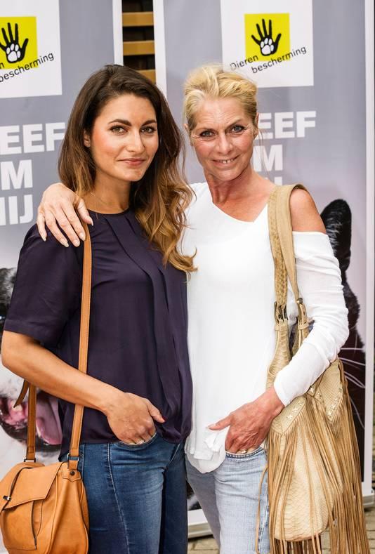 Milika Peterzon met dochter Kiki Peterzon.