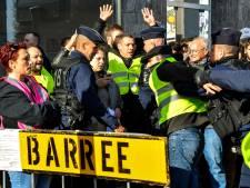Franse bevolking in actie om sterk gestegen brandstofprijzen: 'Macron pikt ons geld in'