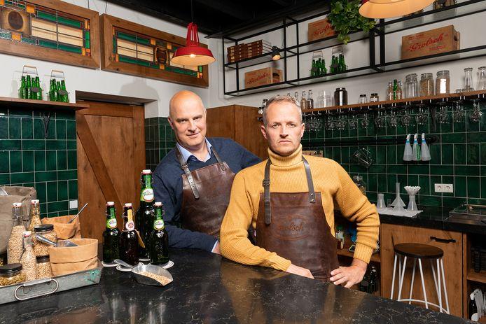 Grolsch-directeur Andrei Haret (links) is drie maanden lang 'sparringpartner' van kunstenaar Daan Samson.