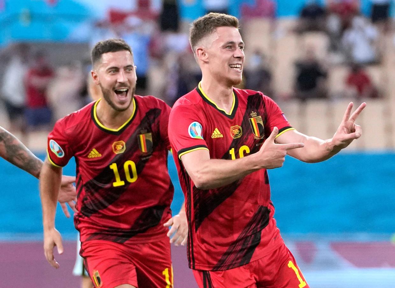 De broers Hazard vieren de winning goal tegen Portugal. Tot nu toe heeft België 36 doelpogingen bij elkaar gespeeld. Italië heeft er 87.   Beeld Pool via REUTERS
