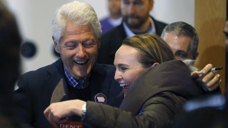 Oud-president Bill Clinton zaterdag op campagne voor Hillary in Iowa. Beeld reuters