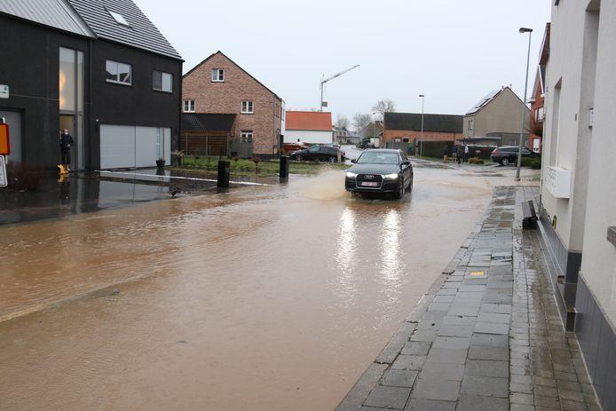Onder meer Lebeke in Denderhoutem en de Edestraat in Haaltert kregen het zwaar te verduren.