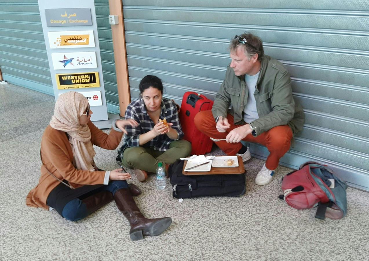 Gestrande reizigers vanmiddag op Tangier Ibn Battuta Airport.