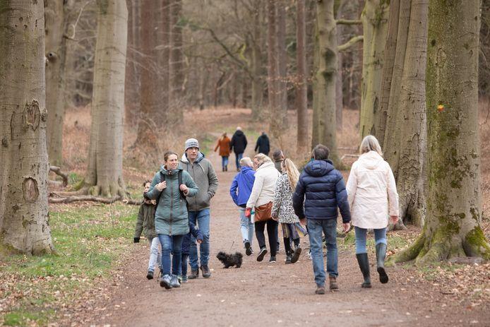 Wandelaars in Lage Vuursche, eerder dit jaar.