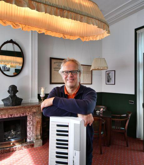 Het favoriete plekje van Oldenzaler Chris van den Heuvel: 'In het J.W. Racerhuis ga je terug in de tijd'