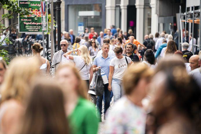 Het gaat economisch goed met ons land, maar burgers merken daar nog niet zoveel van in de portemonnee.  Loonstijging blijft achter en de inflatie hakt er in.
