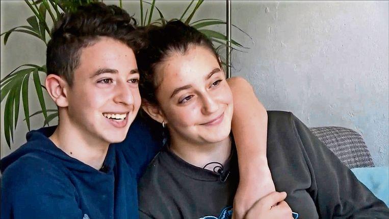 De Armeense kinderen Lili en Howick mochten op het laatste moment toch blijven.  Beeld Jeugdjournaal