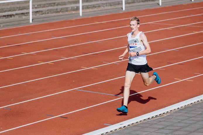 Stevene Casteele scherpte in Wevelgem zijn persoonlijk record op de halve marathon aan tot 1u04.30.