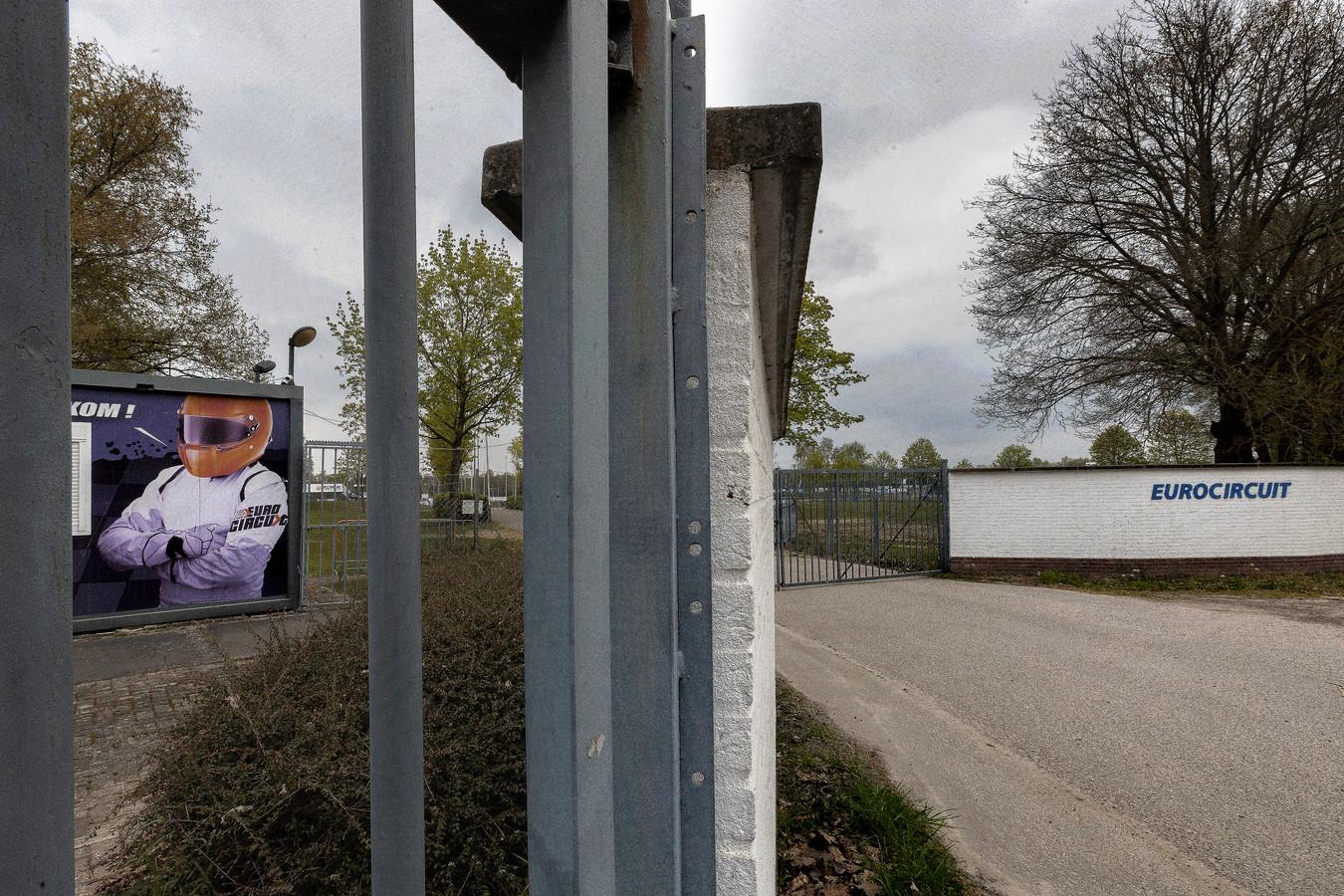 De entree van het Eurocircuit in Valkenswaard: gaan de hekken in de toekomst weer wagenwijd open?