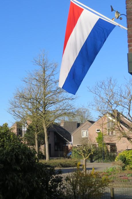 De vlaggen wapperen om 75 jaar vrijheid in deze onzekere tijd toch te vieren