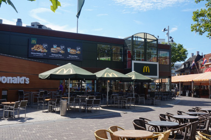 De McDonalds aan het Piusplein.