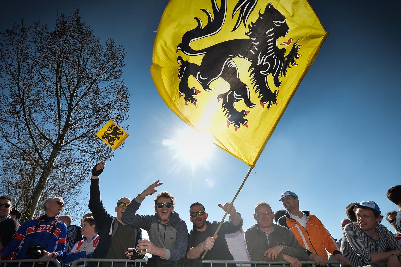 Wielerfans tijdens de Ronde van Vlaanderen van 2016.  Beeld BELGA