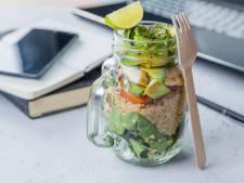 Met kliekjes lunchen, minder mailen en nog 8 tips hoe je zelf 'groen' doet op kantoor