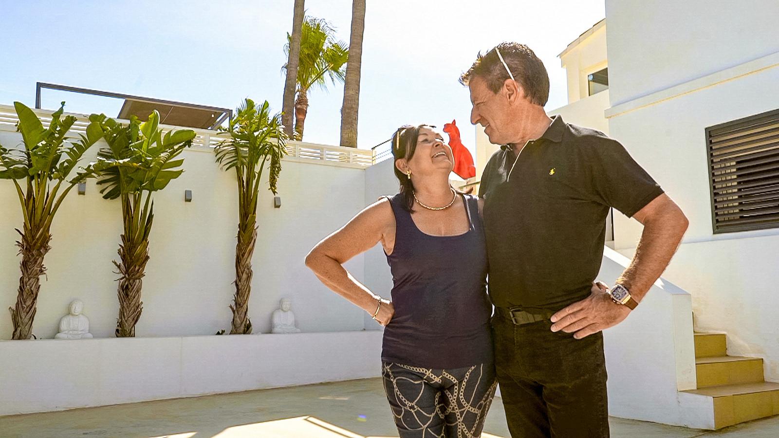 Vanuit La Nucía helpen Sabine en Danny Vlamingen aan hun droomwoning in Spanje.
