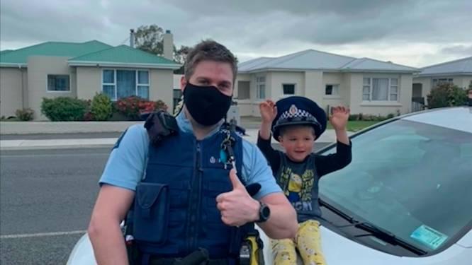 Agent Nieuw-Zeeland reageert op noodoproep kleuter: 'Jouw speelgoed is inderdaad cool'