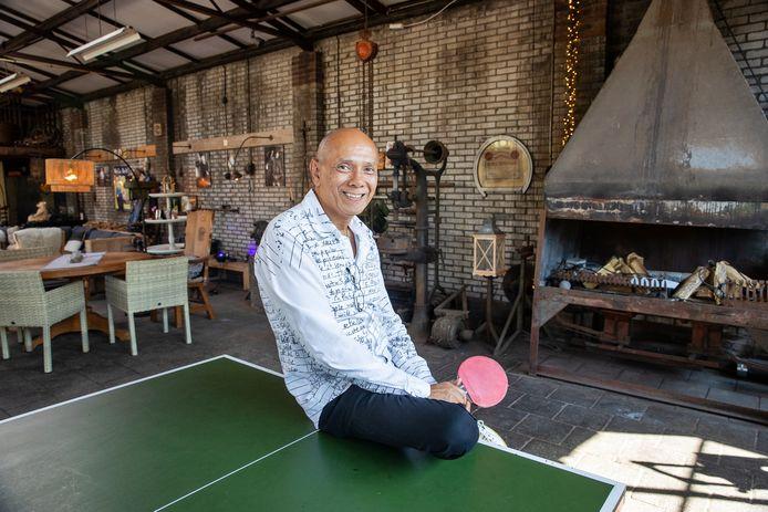 In een oude smederij is een inspiratielab voor jongeren ontwikkeld. Een plek waar ze niets hoeven en waar alles mag. Zo willen de initiatiefnemers de druk van de ketel halen bij jongeren.