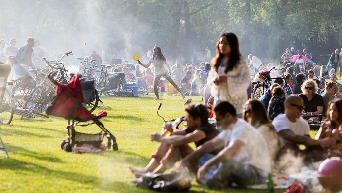 Thuisblijven en barbecuen in het park is natuurlijk ook een goede optie