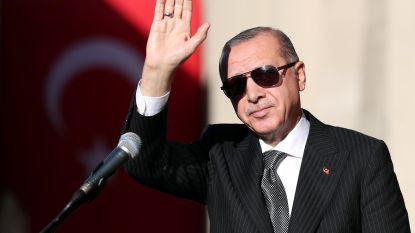 """Erdogan opent grootste moskee van Europa en """"wil meer islamitische gebedshuizen zien in Duitsland"""""""