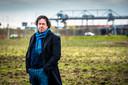 Ondernemer Dries Wilschut van Stahlberg Investments eerder dit jaar bij het terrein waar over twee jaar een groot distributiecentrum moet staan.