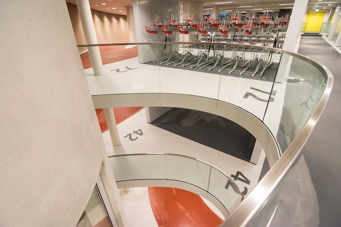 De nieuwe megastalling bestaat uit drie verdiepingen.