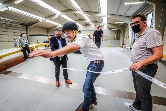 Schepen Mathijs Goderis skate door het lint met een valpartij tot gevolg.